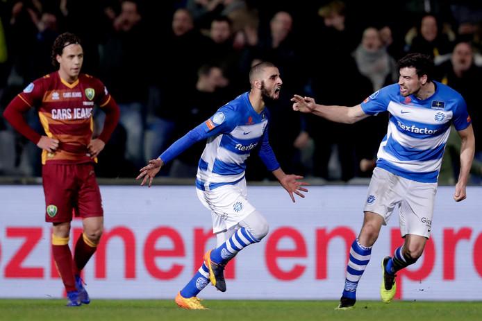 Youssef El Jebli (midden) van De Graafschap viert zijn gelijkmaker tegen ADODen Haag (1-1). Rechts ploeggenoot Ted van de Pavert.
