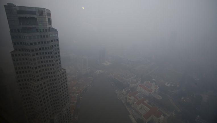 De rookwolken zijn duidelijk zichtbaar boven Singapore Beeld reuters