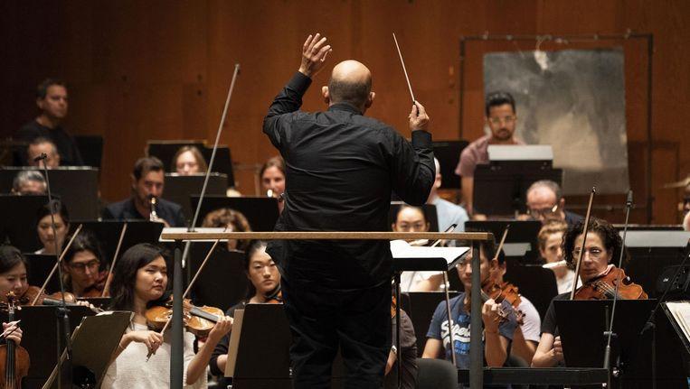 Chefdirigent Jaap van Zweden tijdens een repetitie met het New York Philharmonic. Beeld anp