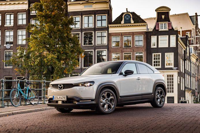 De MX-30 is de eerste elektrische auto van Mazda.