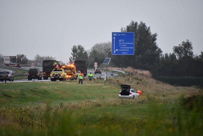 Een auto is vandaag op de A58 ter hoogte van Heinkenszand van de weg geraakt.