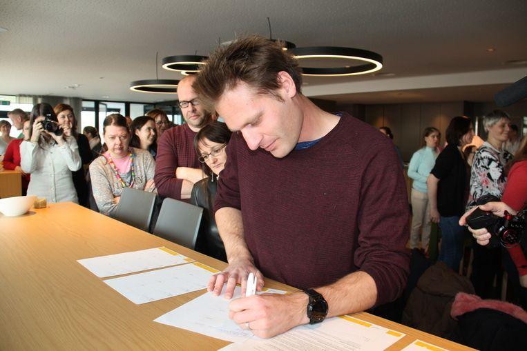 In het zorgcentrum de Vleugels in Klerken hebben 25 West-Vlaamse organisaties uit de zorg en sociale economie een samenwerking ondertekend.
