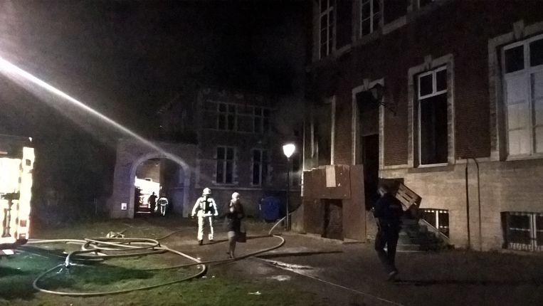 De brandweer rukt uit naar het Nieuwe Abtskwartier.