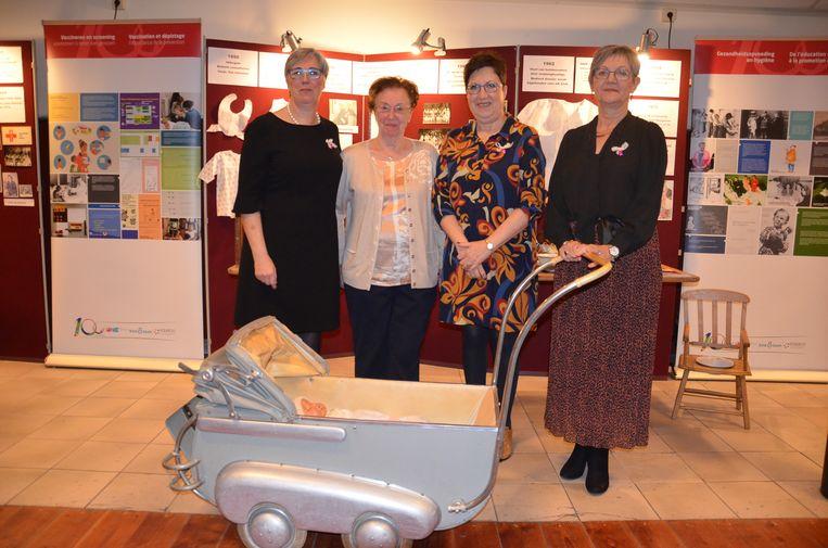 Ann Wellekens, Paula Wynant, Marie-Francoise Boschman en Bea Van Durme van 'De Weeg' in Denderleeuw