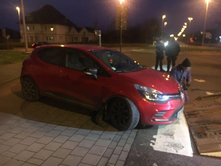De Renault Clio moest getakeld worden.