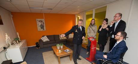 Brandweer doet de test in Varsseveld: gas en rook te lijf met mistmachine