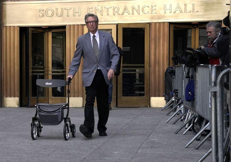 De rollator van Harvey Weinstein wordt de rechtszaal uitgerold. Weinstein ging door naar een ziekenafdeling voor gevangenen. Beeld AFP