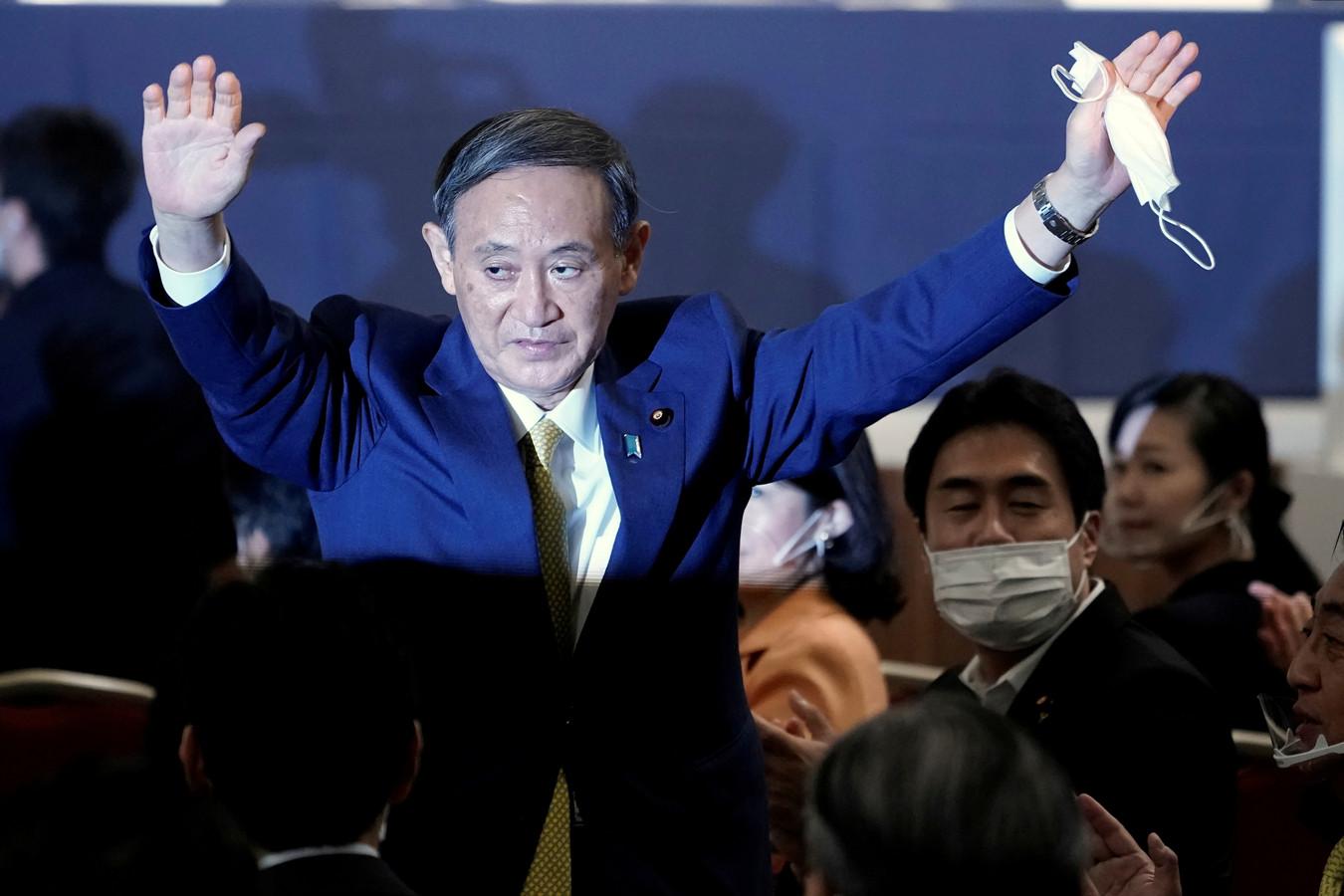 Yoshihide Suga na zijn verkiezing tot nieuwe leider van de regerende Liberal Democratic Party (LDP) in Tokio, maandag.