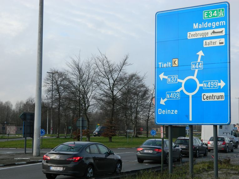 AALTER: Van de afrit van de E40 kom je in Aalter op het Rond Punt terecht. Heel die zone wordt de komende twee tot drie jaar vernieuwd.