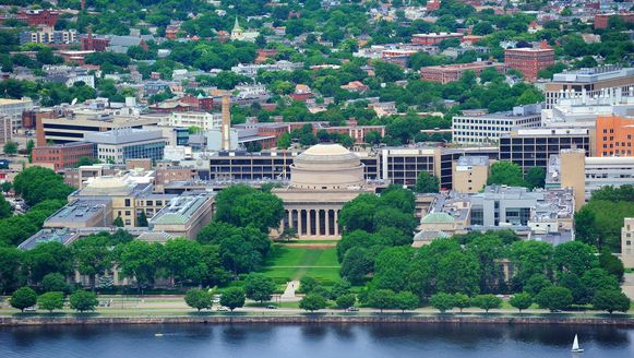 De campus van de prestigieuze Massachusetts Institute of Technology in Cambridge bij Boston