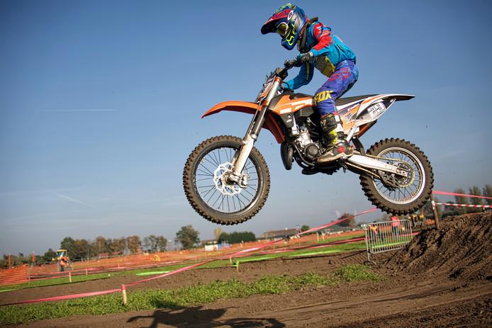 Motorcross aan het Zeggestraatje in Wagenberg. Hier Colin de Poortere in actie.
