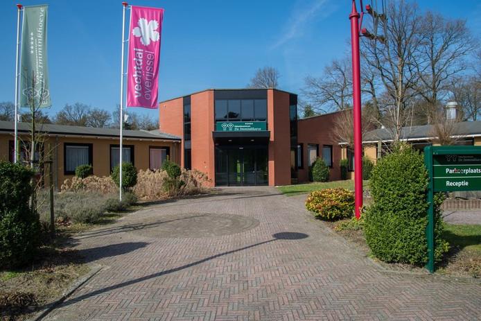 Het Laarhuis aan de Stationsweg in Ommen staat te koop voor 1.995.000 euro.