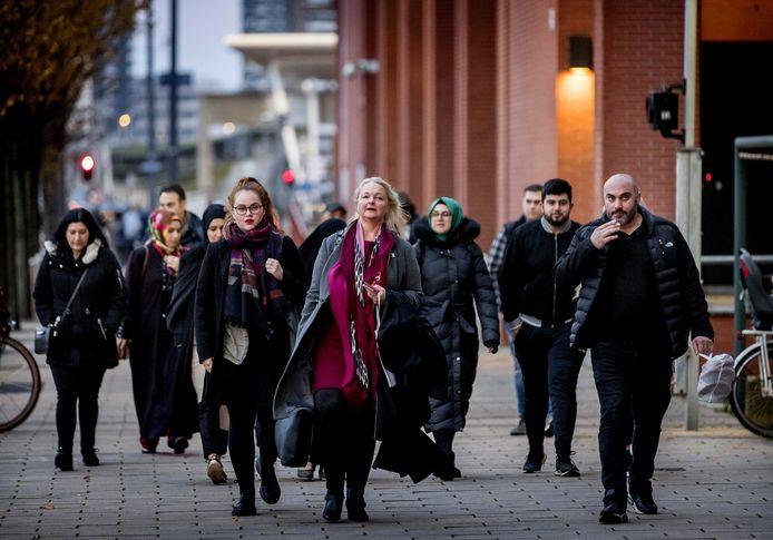 Nelleke Stolk, advocaat van de nabestaanden, komt aan bij de rechtbank voorafgaand aan de inhoudelijke behandeling de moord op de 16-jarige scholiere Humeyra op een schoolplein in Rotterdam-West.