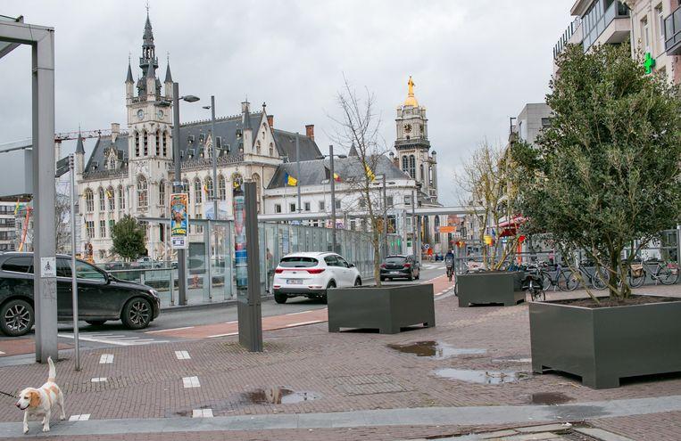 De meeste partijen zijn voorstander van een knip op de Grote Markt om het vele verkeer te weren en het centrum gezelliger te maken.