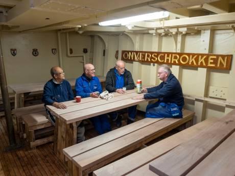 Vrijwilligers werken volle bak aan restauratie Mercuur in Dok Vlissingen