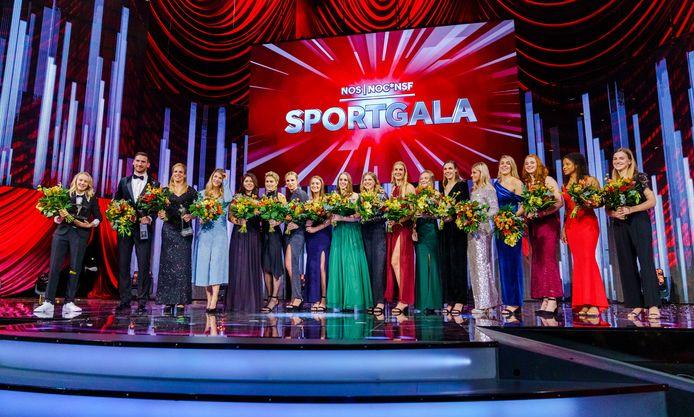 Groepsfoto van de winnaars van het jaar 2019 tijdens het NOC*NSF Sportgala in AFAS Live.