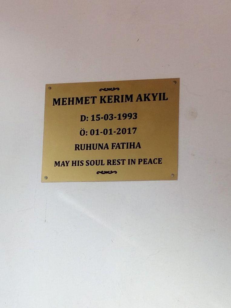De gedenkplaat voor Kerim.