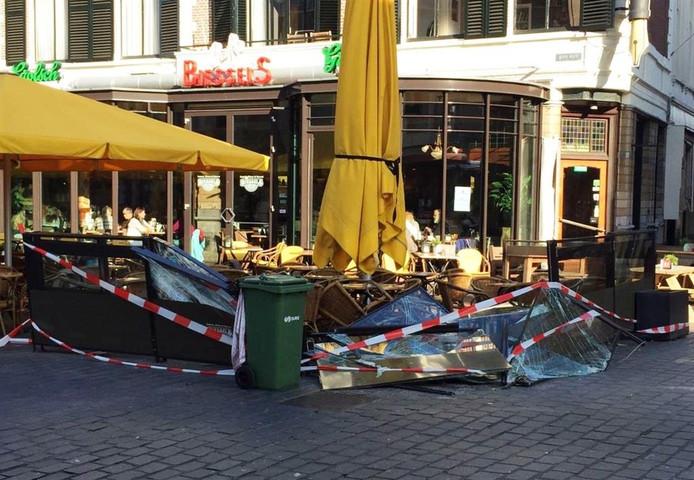 De schade aan het terras van Café Biessels is groot.