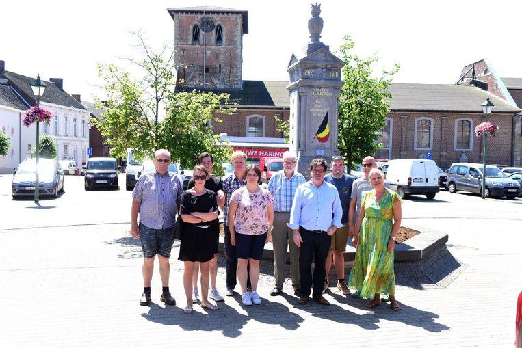 Schepen Ludo Persoons (CD&V), schepen Marleen Merckaert (CD&V) en enkele handelaars en vertegenwoordigers van verenigingen gaan er samen een mooie dag van maken.