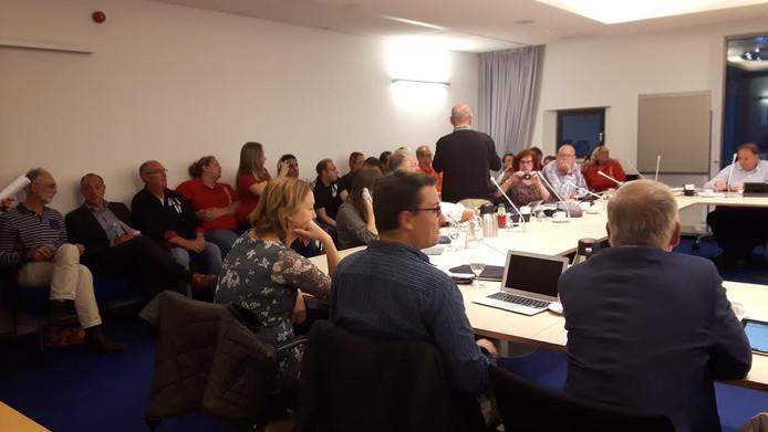 Verontruste werknemers van bouwmarkten in Den Bosch tijdens de commissie Financiën, Economische en Sociale zaken.
