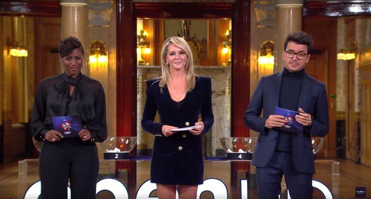 Edsilia Rombley, Chantal Janzen en Jan Smit tijdens de loting van het Eurovisie Songfestival. Beeld null