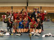 Volleybalsters VCE/PSV kampioen eerste klasse