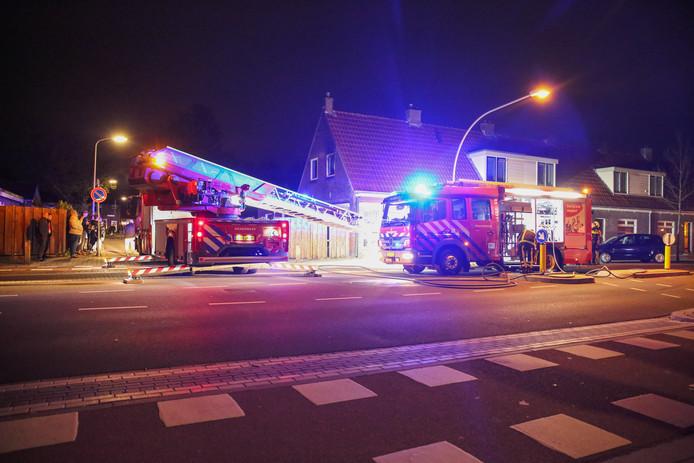 De weg werd enige tijd afgezet voor de brandweer.