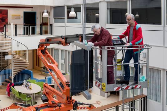 'Mobile' wordt opgehangen in de hal van ziekenhuis Rivierenland.