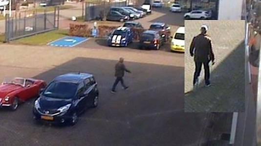 De politie zoekt de man op de foto, afkomstig van camerabeelden van het bedrijf in Waalwijk waar hij een auto stal
