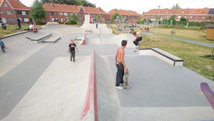 """Het skatepark aan de Witte Molen in Sint-Niklaas. """"Bijzonder goed uitgerust en mooi, maar in de deelgemeenten ontbreekt een aanbod"""", stelt Karel Noppe (Open Vld)."""