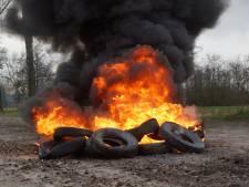 Stapel autobanden in brand gestoken in Kaatsheuvel