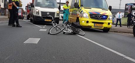 Man op elektrische fiets zwaargewond na aanrijding in Hengelo