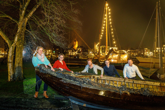 Het bestuur van het WaterMuzeFestival in Zwartsluis met (v.l.n.r.) Alette Eenkhoorn, Samantha van Kleef, Corné Winter, Wesley Nieborg en Ivo Eekhoorn noemt de beoordeling een 'wassen neus'.