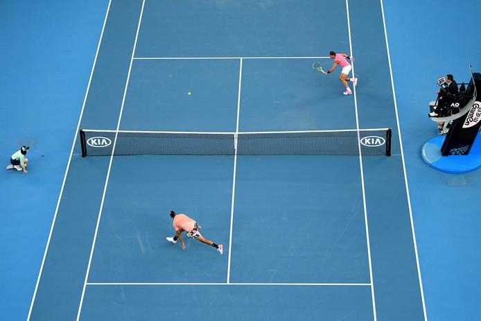 Nick Kyrgios (onder) en Rafael Nadal.