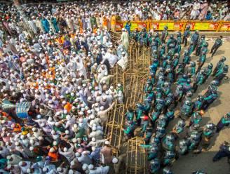 """Tienduizenden mensen in Bangladesh demonstreren tegen Macron: """"Hij is aanbidder van Satan"""""""