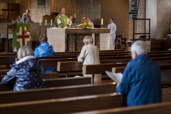 Een dienst in de Pauluskerk in Raalte.