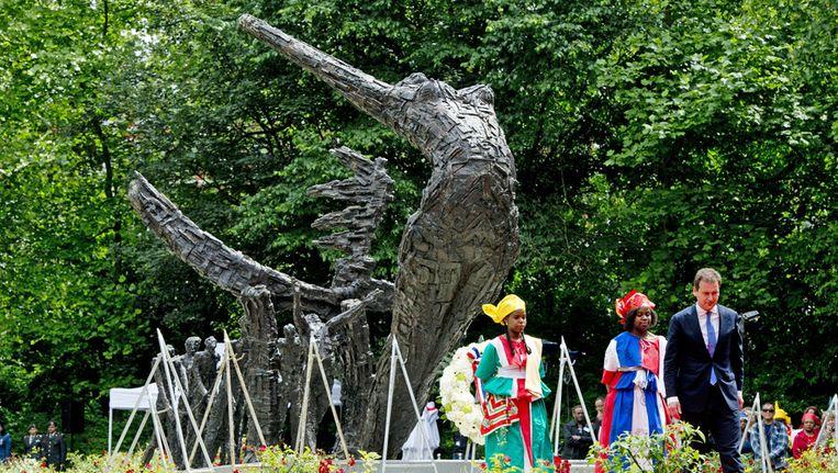 Vicepremier Lodewijk van Asscher woont de herdenking van de afschaffing van de slavernij bij in het Oosterpark. Beeld anp