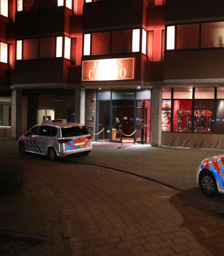 Overvaller casino Arnhem bedreigde caissière met  vuurwapen en deed greep in de kassa