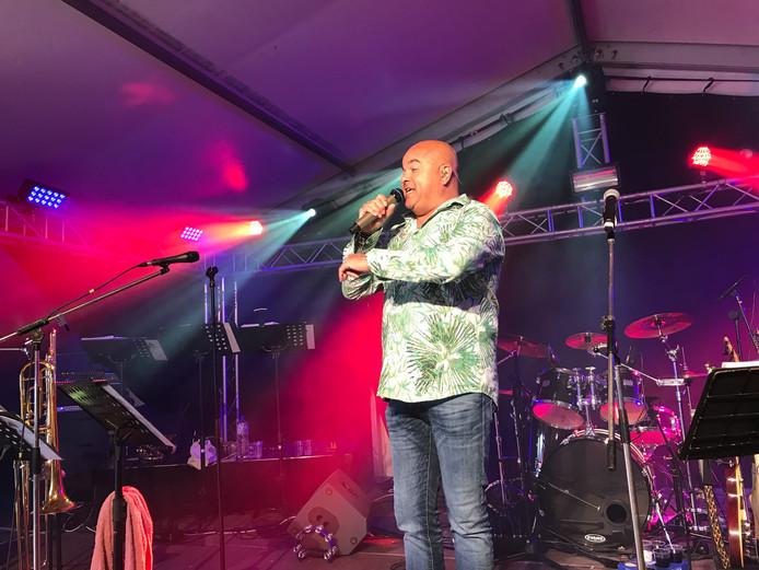 De Osse zanger Etienne Alvares heeft goede banden met UDI'19 en vond het 'eervol' om het nieuwe clublied te mogen maken.