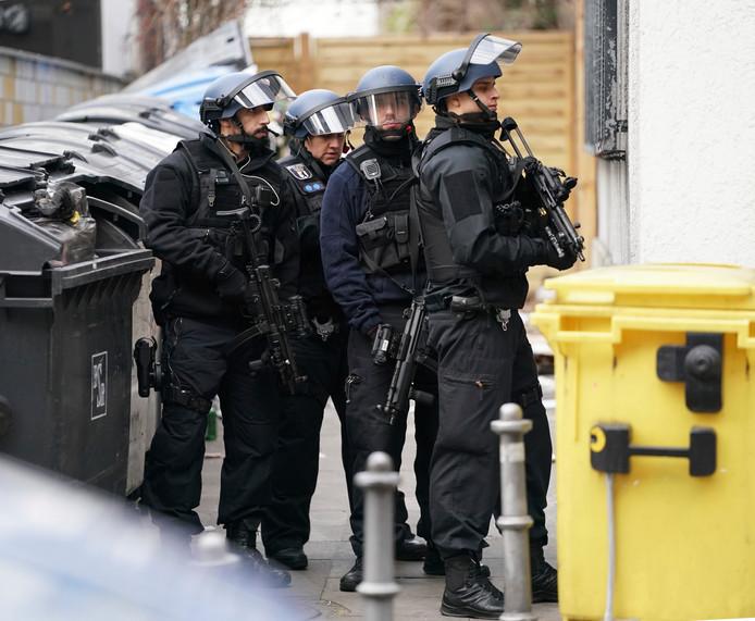 Bij de huiszoekingen kwamen speciale anti-terreureenheden van de politie in actie