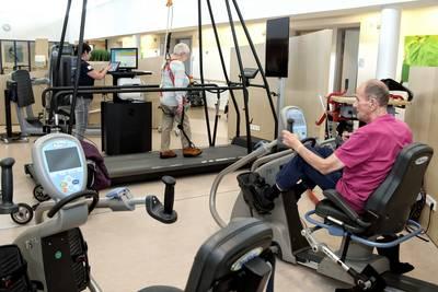 Ziekenhuizen zitten met kwakkelsenioren in hun maag