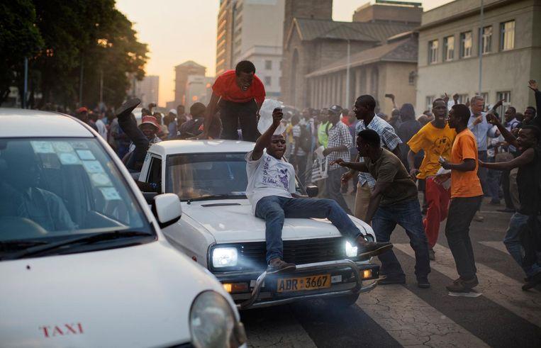 Feest in de straten van Harare Beeld ap