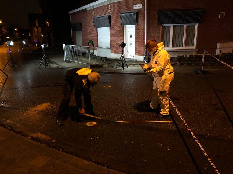 De politie onderzoekt de schoten op een woning aan de Oude Baan in Ekeren.
