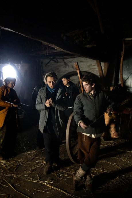 Acteurs tussen de geiten en koeien: Gemertse boerderij het hele weekend filmdecor