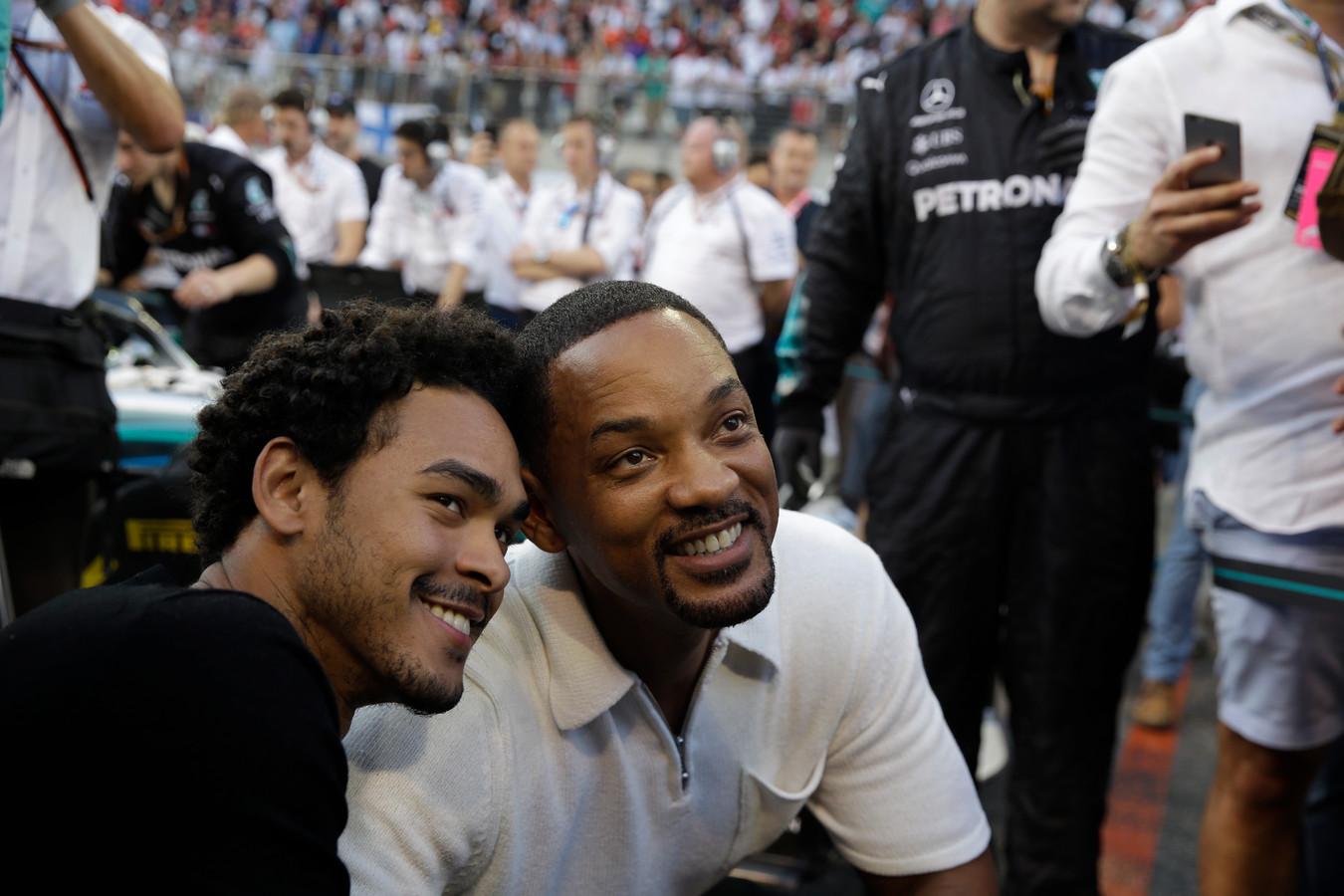 De acteur vertelt in de video dat zijn zoon hem onlangs zijn beste vriend noemde.