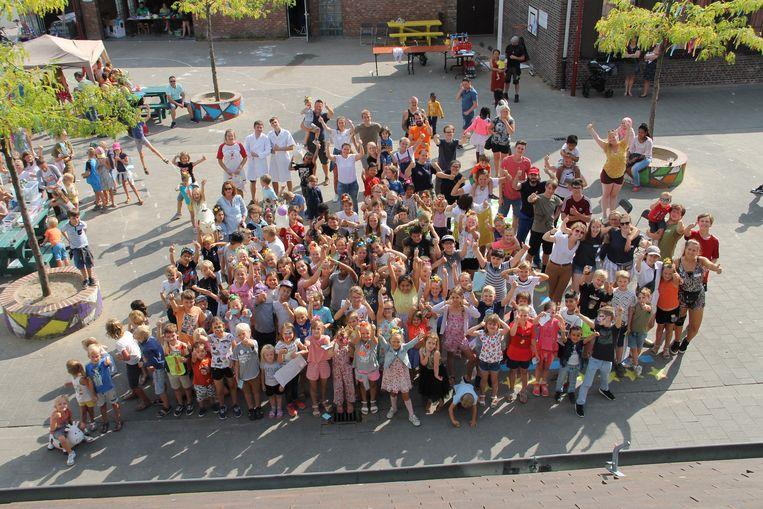 De kinderen van de verschillende speelpleinen kwamen op de laatste dag bijeen aan het JOC voor een slotfeest.