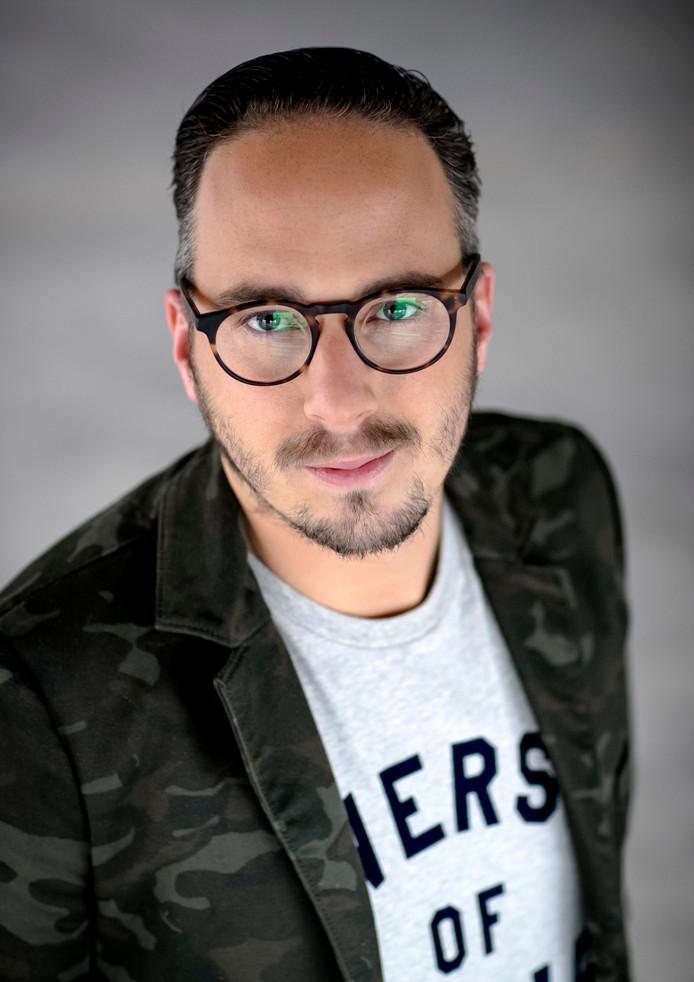 DJ Frank van 't Hof, maandag in Olst voor een collecte voor KWF Kankerbestrijding.