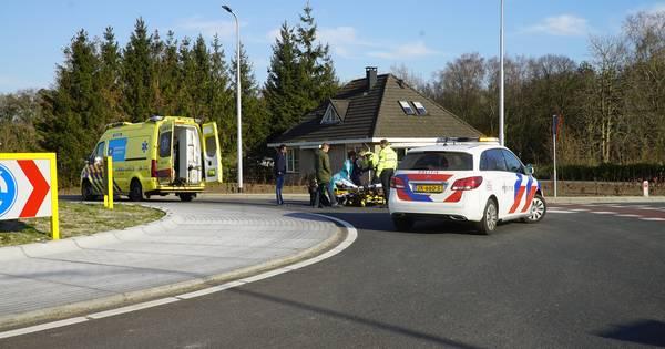 Fietser gewond bij aanrijding in buurtschap Oude Molen.