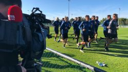 VIDEO. Club Brugge traint voor tweede dag op rij zonder Ivan Leko, spelers geven geen commentaar