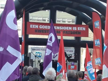Samen op Jaarbeursplein demonstreren voor pensioenleeftijd van 66 jaar